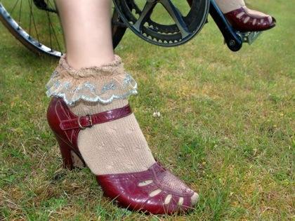 Reflective_lace_socks_2